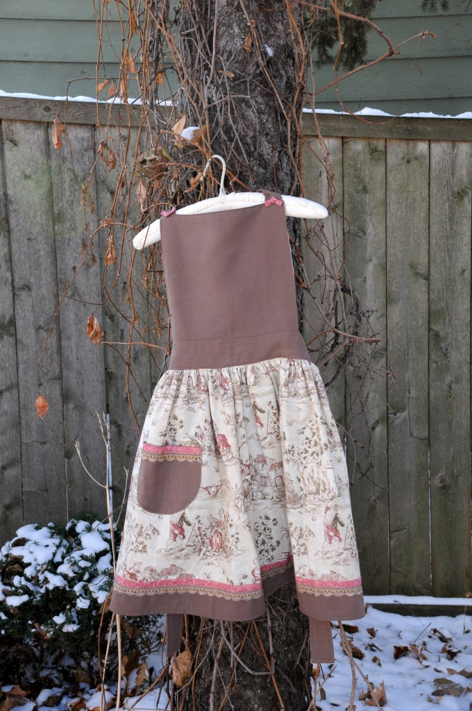 brown toile w/vintage trim