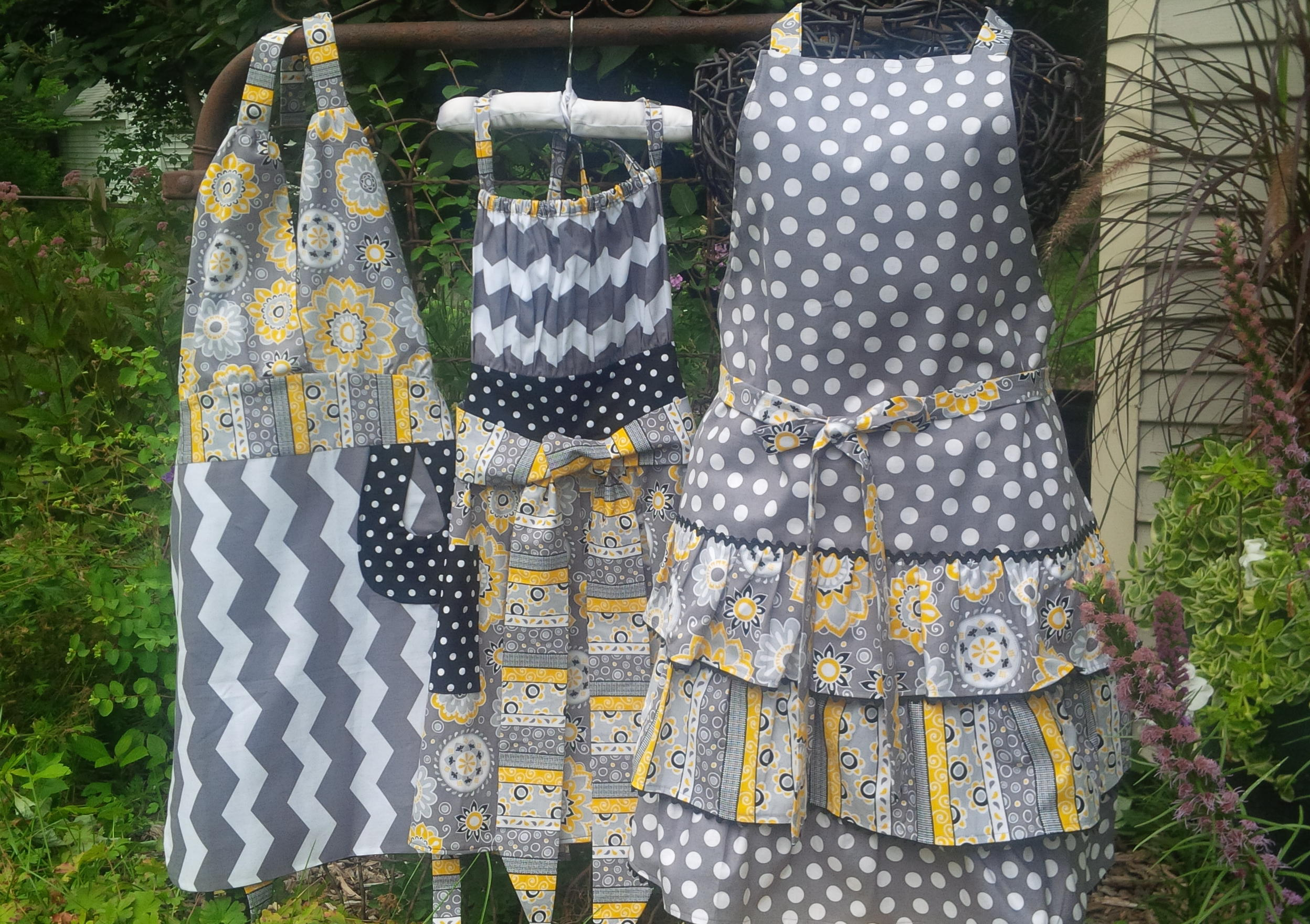 holiday and custom aprons definitelydishy